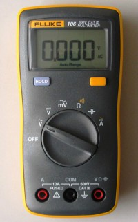 FLUKE 106 F106 Palm-sized Digital Multimeter smaller than F15B